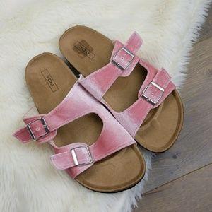 Shoes - New Arizona style sandals